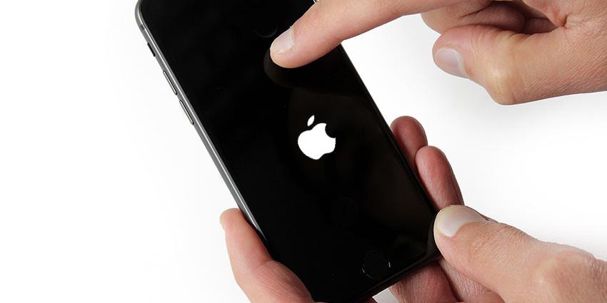 iPhone bloqué sur la pomme.