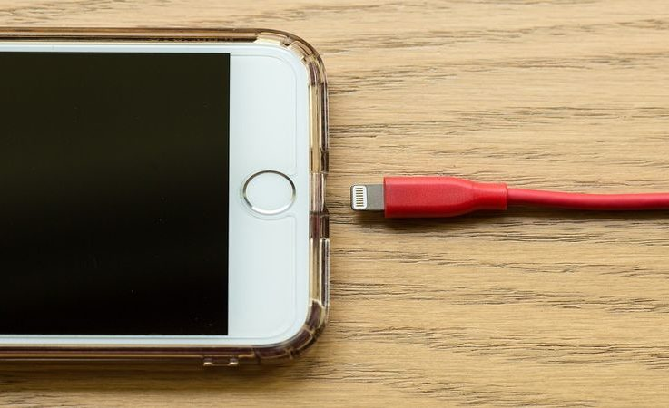 iPhone et chargeur